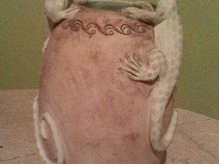 Vase mit Salamander