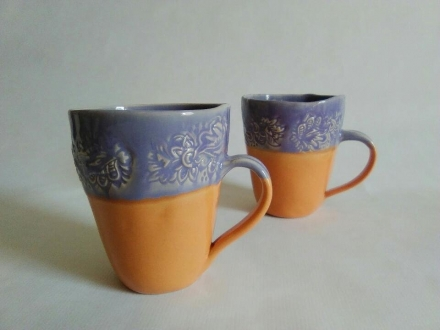 Tassen mit Blütenabdruck