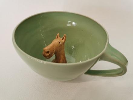 Tasse mit Pferdekopf