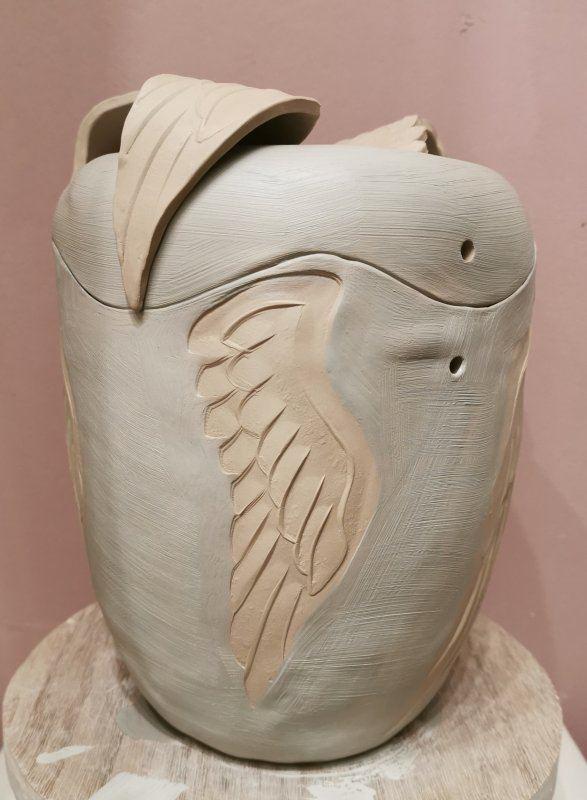 Urne mit Flügeln